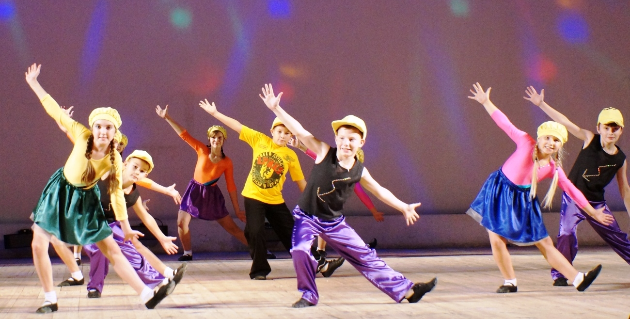 Конкурс танцев на празднике